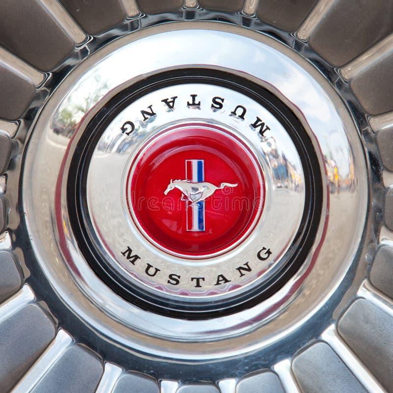 Mustang-Zeichen stockbilder