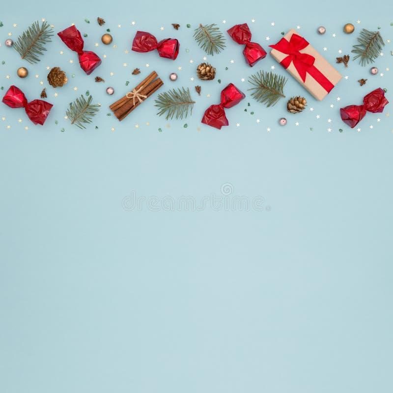 Muster der Geschenkbox und des neuen Jahres auf blauem Hintergrund stockfotos
