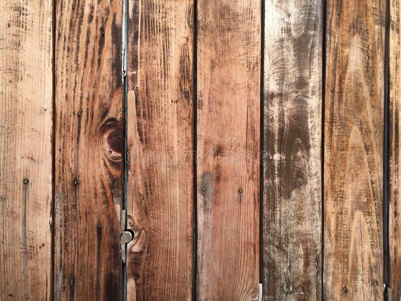 Muster der Grau-braunen vertikalen Täfelung Beschaffenheit der hölzernen Planke stockfoto