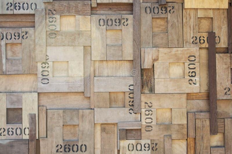 Muster der hölzernen Quadratwand mit Zahlen lizenzfreie stockfotografie