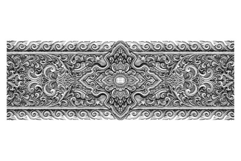 Muster der silbernen Metallplatte mit der Blume geschnitzt auf Weiß stockfoto