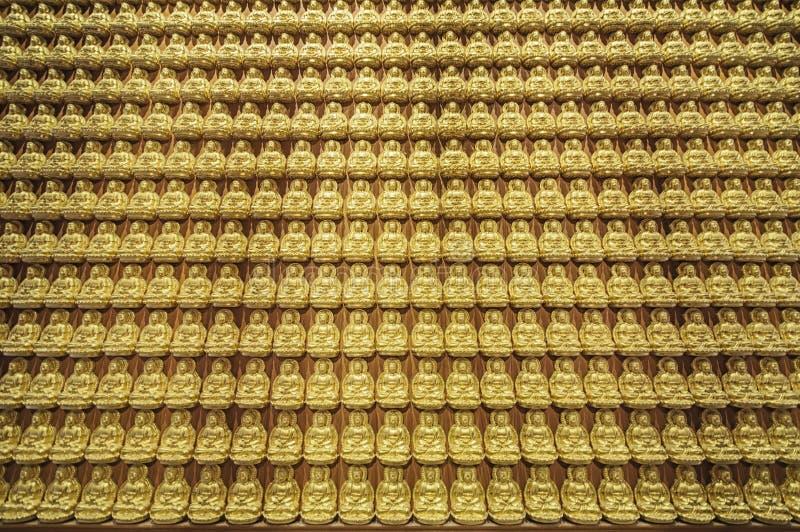 Muster des goldenen Chinesen Buddha in Thailand lizenzfreie stockbilder