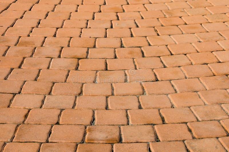 Muster des kleinen braunen Ziegelsteinblockes vom Gehweg stockbild