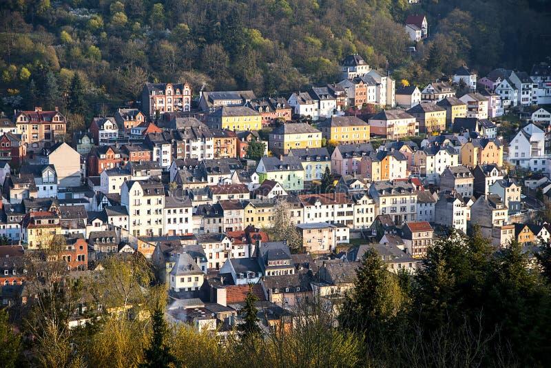 Muster von Häusern Bergabhang in dem in Idar Oberstein, GE errichtete lizenzfreie stockfotos