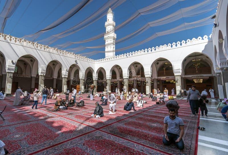 Musulmanes que ruegan en la mezquita de Quba fotos de archivo libres de regalías