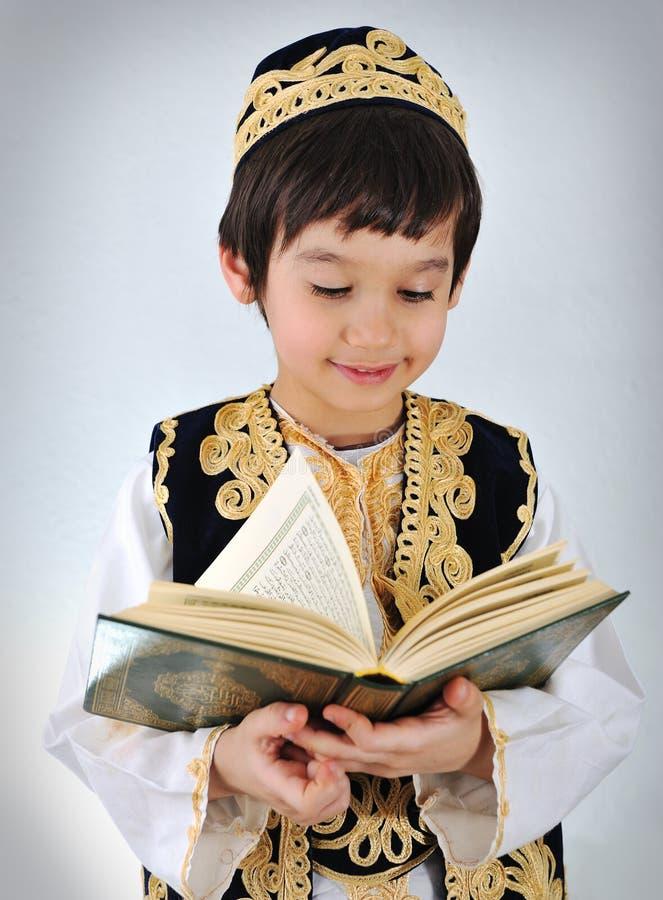 Musulmani del bambino di Posetive immagini stock libere da diritti