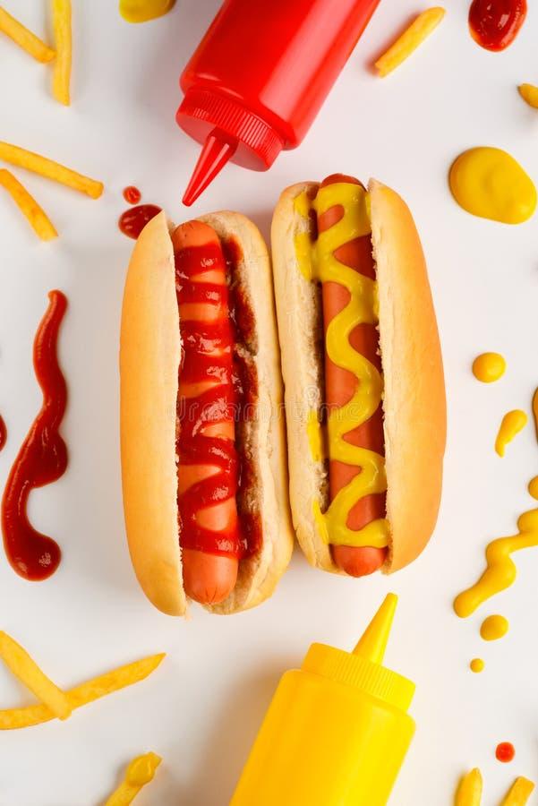 Musztard hot dog i krople obraz royalty free