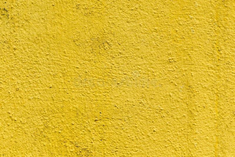 Musztardy szorstka betonowa powierzchnia, bezszwowa nierówna abstrakcjonistyczna tapeta Kolor żółty wal obraz royalty free