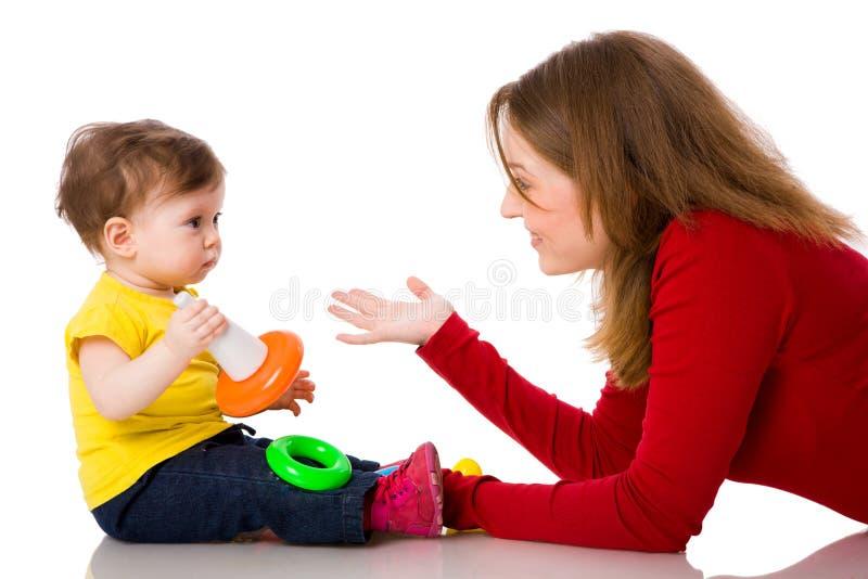 Perverse Spiele mit Mutter und Tochter im Freien