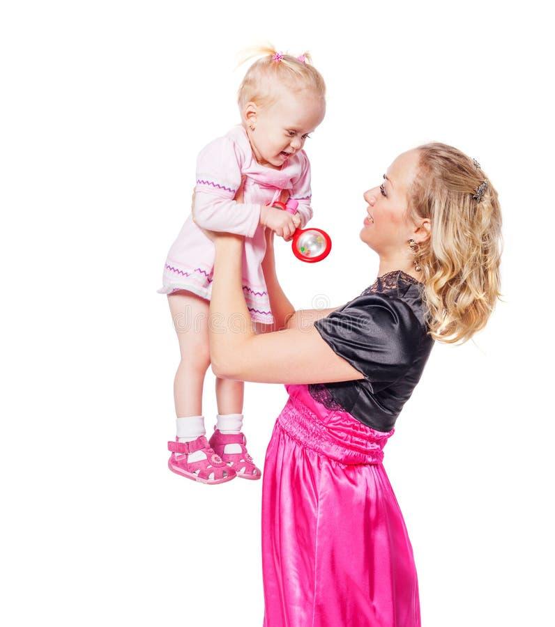Mutter, die Tochter anhält lizenzfreie stockfotografie
