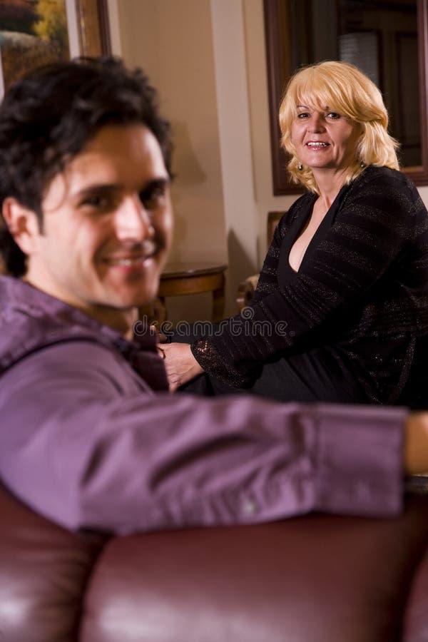 Mutter mit ihrem Sohn stockfotos