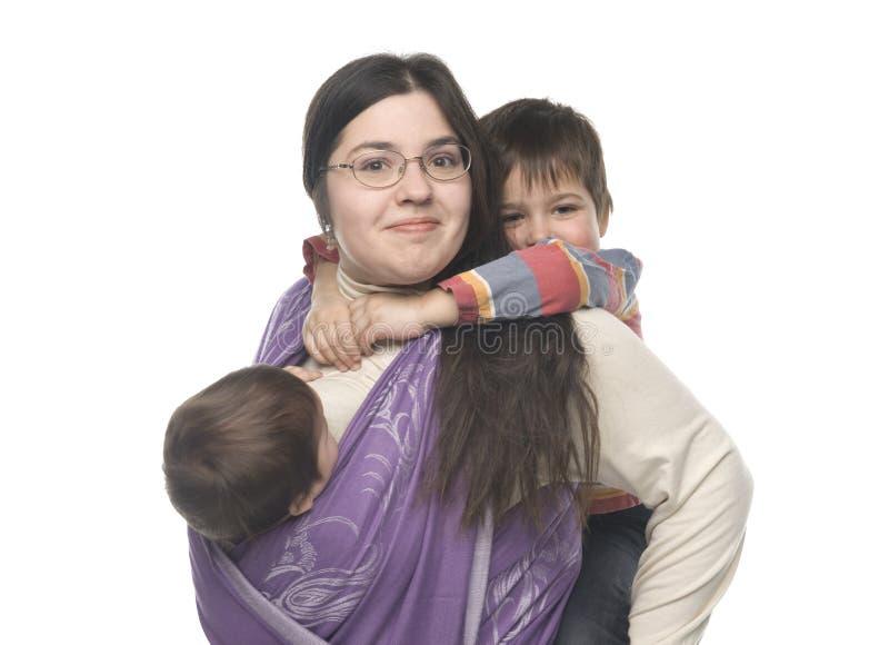 Mutter mit ihren Kindern lizenzfreie stockfotos