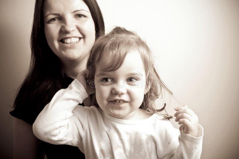 Mutter mit ihrer Tochter stockfotografie