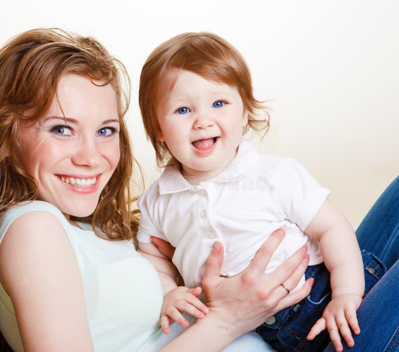 Mutter mit Kleinkind stockfoto