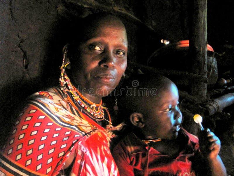Mutter mit Sohn der Leute von Watussi stockfotografie