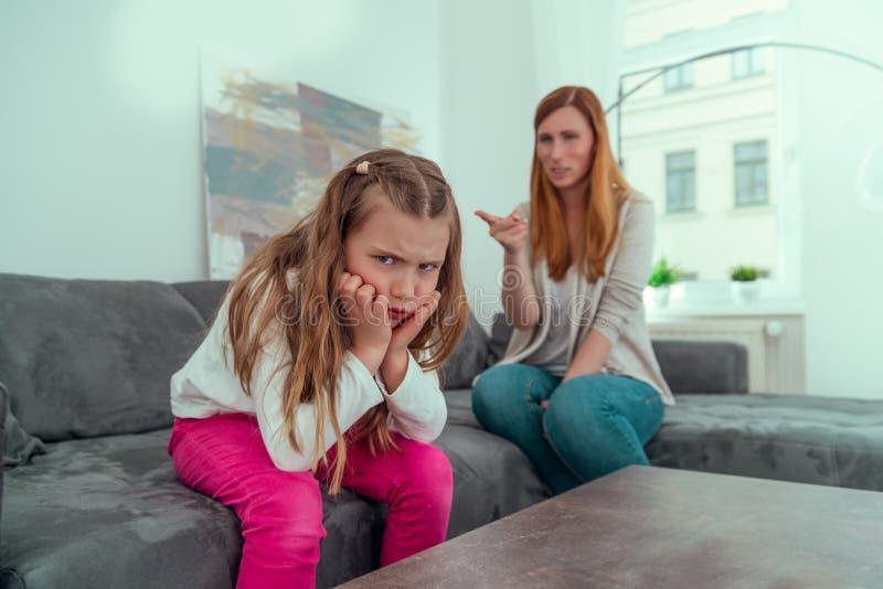 Mutter-Tochter-Konflikt stockfoto