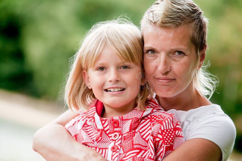 Mutter und daugther Portrait stockfoto