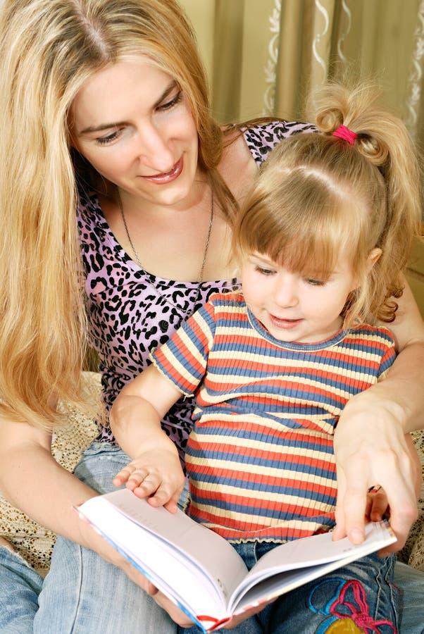 Mutter- und des kleinen Mädchensmesswert lizenzfreies stockfoto