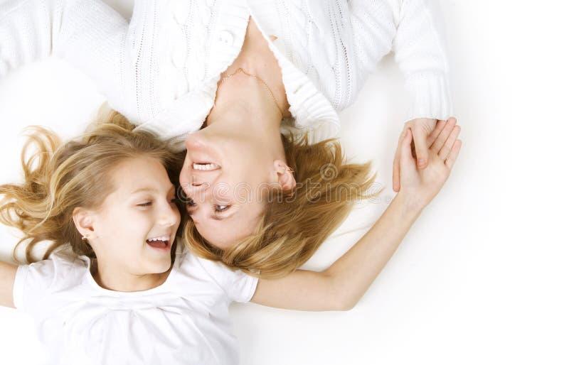 Mutter und ihre jugendliche Tochter stockfoto