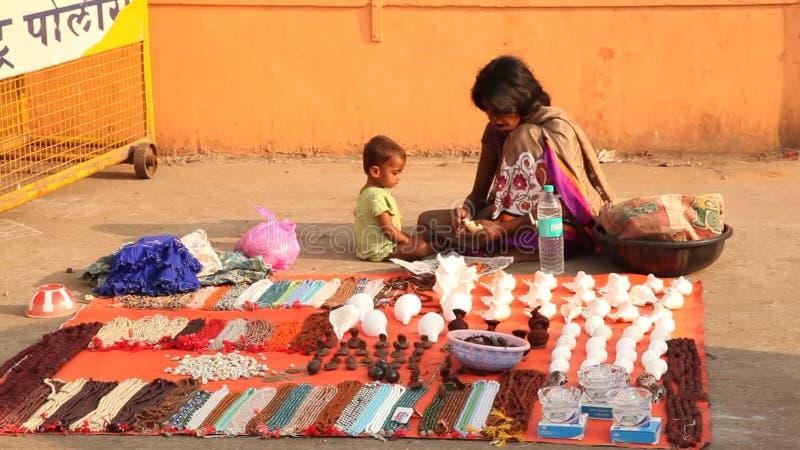 Mutter und Kind am Shop stock video footage