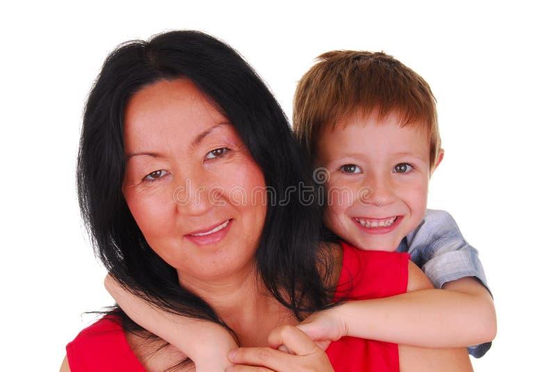 Mutter und Sohn sieben stockbild