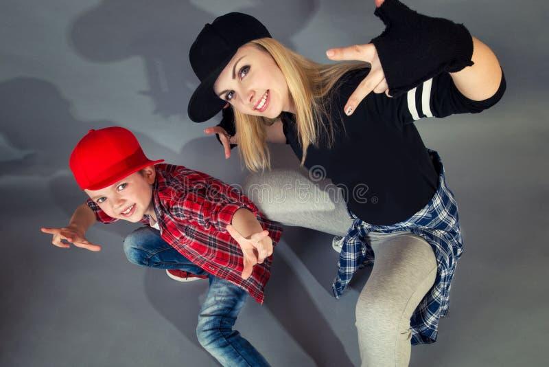 Mutter- und Sohntanzhip-hop Städtischer Lebensstil Hip-Hop-Generation lizenzfreies stockbild