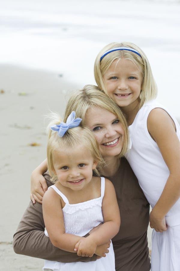 Mutter und Töchter lizenzfreie stockbilder