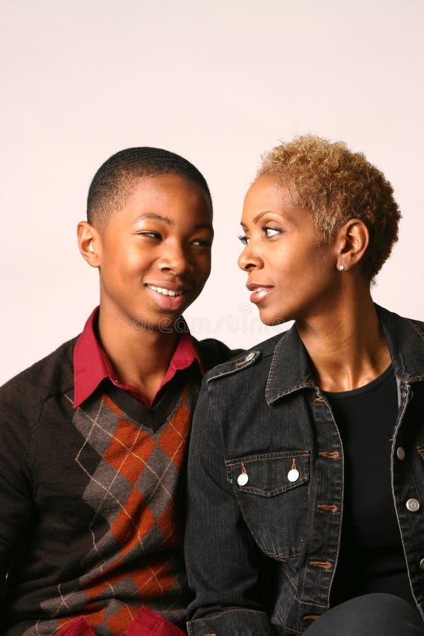 Mutter und Teenager stockfoto
