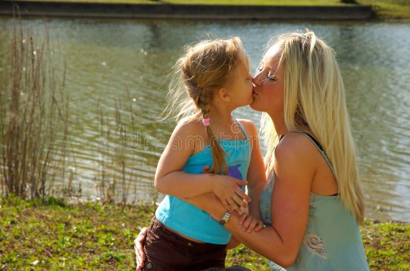 Mutter und Tochter 1 stockbild