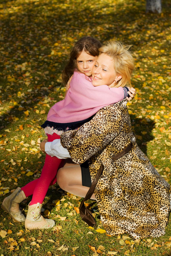 Mutter und Tochter. lizenzfreies stockbild