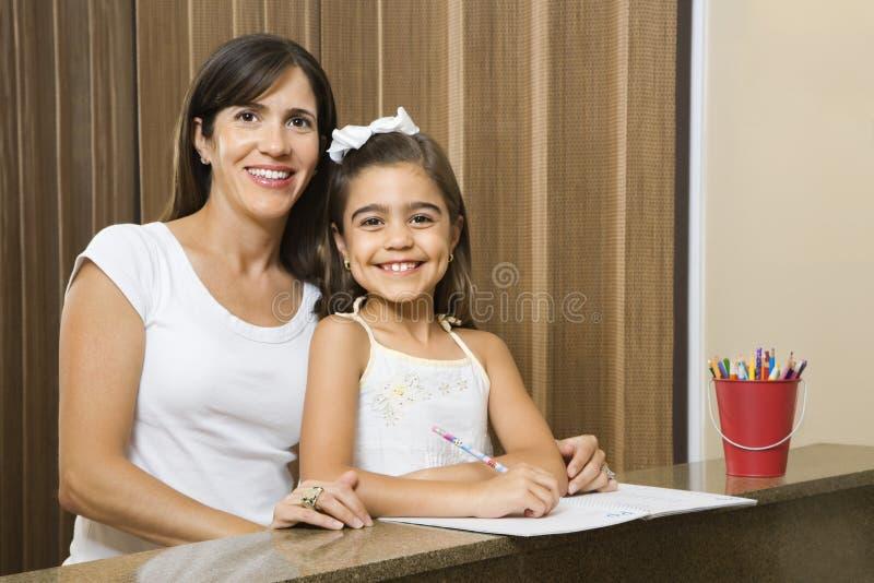 Mutter und Tochter. stockfotografie
