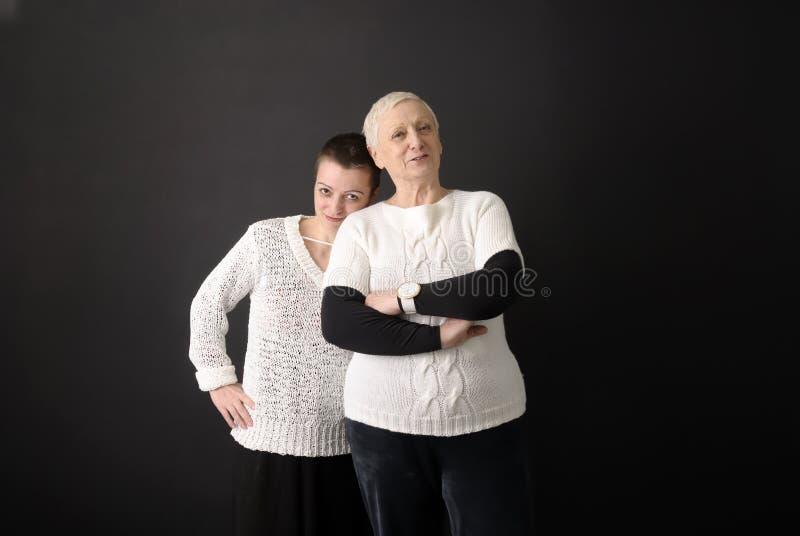 Download Mutter und Tochter stockbild. Bild von fällig, älter, frau - 9086905