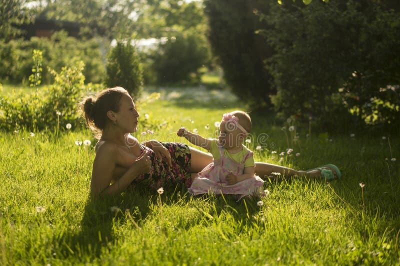 Mutter und Tochter III stockfotos