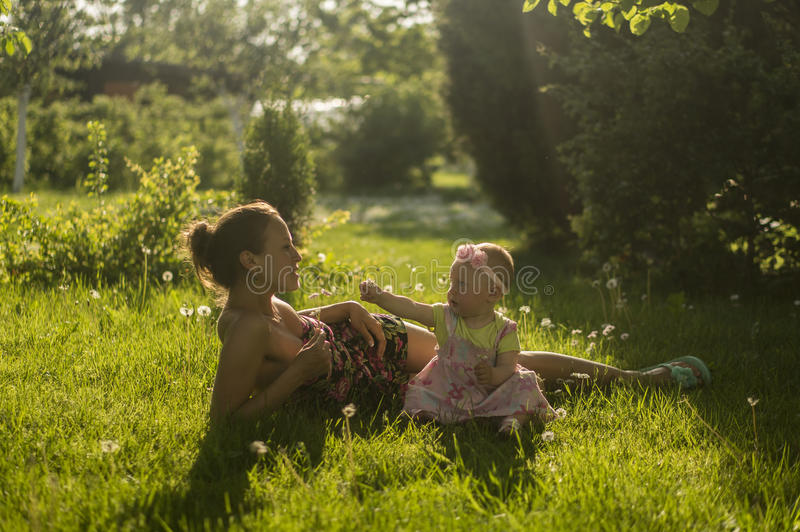Mutter und Tochter IV lizenzfreies stockfoto