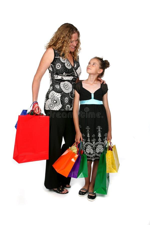 Mutter- und Tochtereinkaufen lizenzfreies stockbild