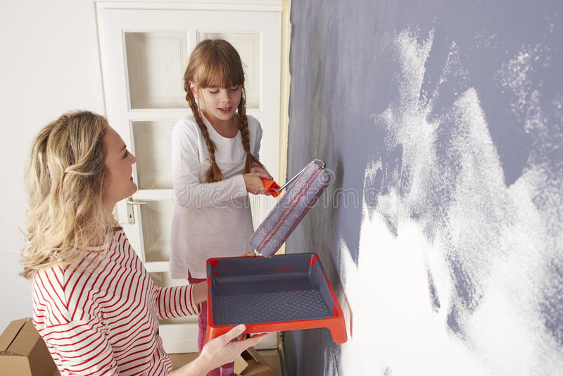 Mutter- und Tochtermalereiwand lizenzfreies stockbild