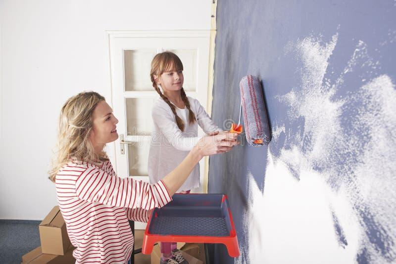 Mutter- und Tochtermalereiwand stockbilder