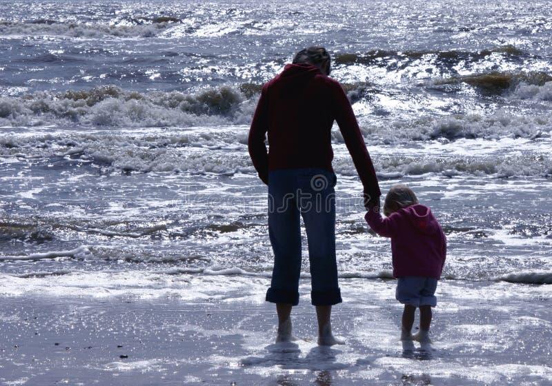 Mutter- und Tochterschattenbild stockbilder
