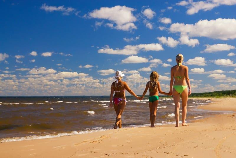 Mutter und zwei Töchter stockfotografie