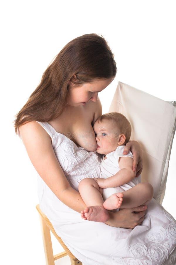 Baby Zieht An Brust
