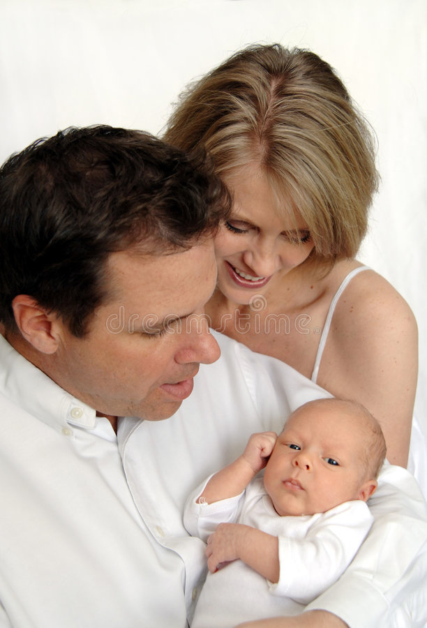 Muttergesellschaft mit neugeborenem Schätzchen lizenzfreie stockfotos