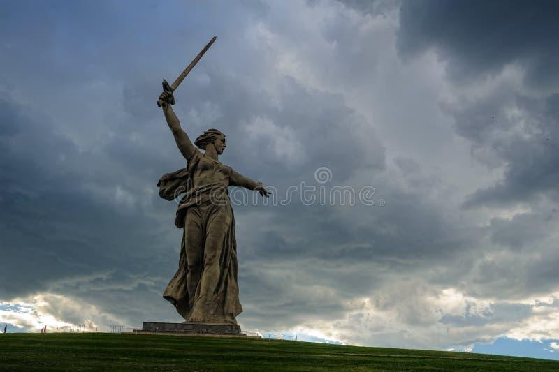 Mutterland benennt Denkmal Wolgagrad, Russland lizenzfreie stockfotos