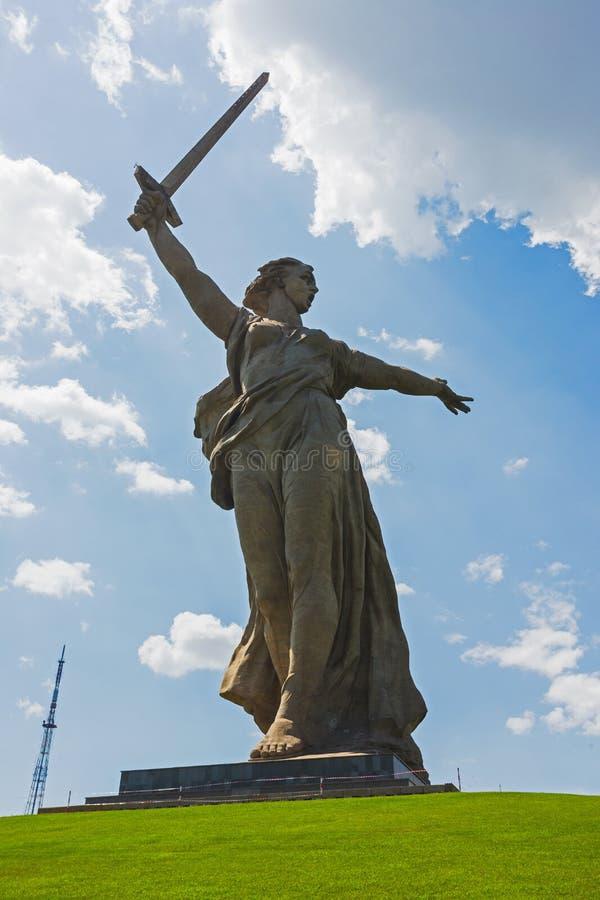 Mutterlands-Anrufe ist eine Statue in Mamayev Kurgan lizenzfreie stockfotografie