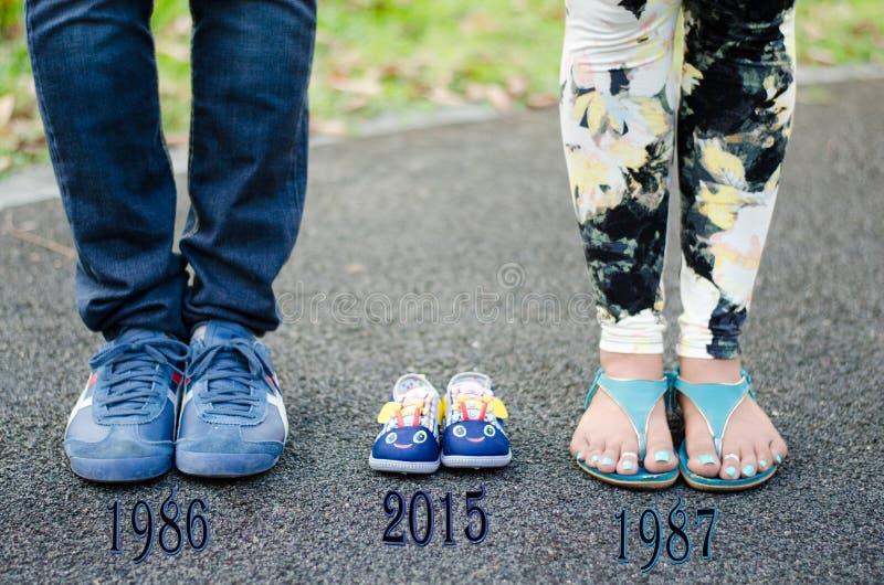 Mutterschaftsphotographie mit innovativen Ideen an Benjakitti-Park Bangkok lizenzfreies stockbild