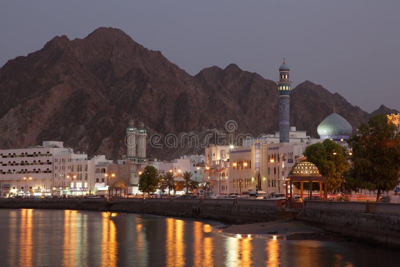 Muttrah Corniche bij schemer, Musca royalty-vrije stock afbeeldingen
