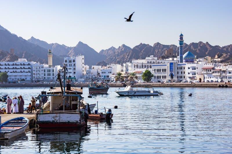 Muttrah fiskskeppsdockor - Muscat, Oman arkivfoto