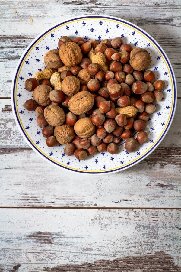 Muttrar jordnötter, sorterade valnötter arkivfoton