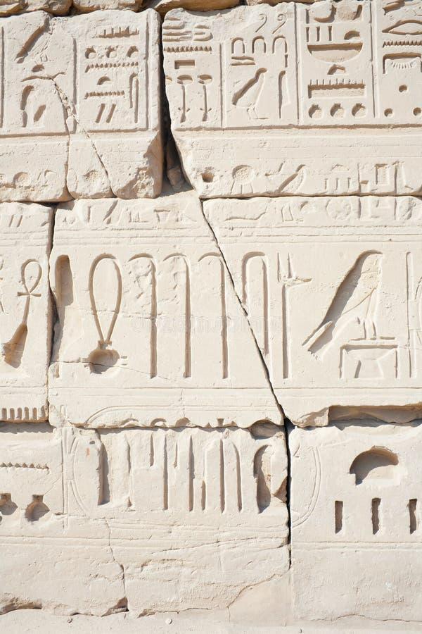 Muur in de Tempel Karnak in Luxor stock foto's