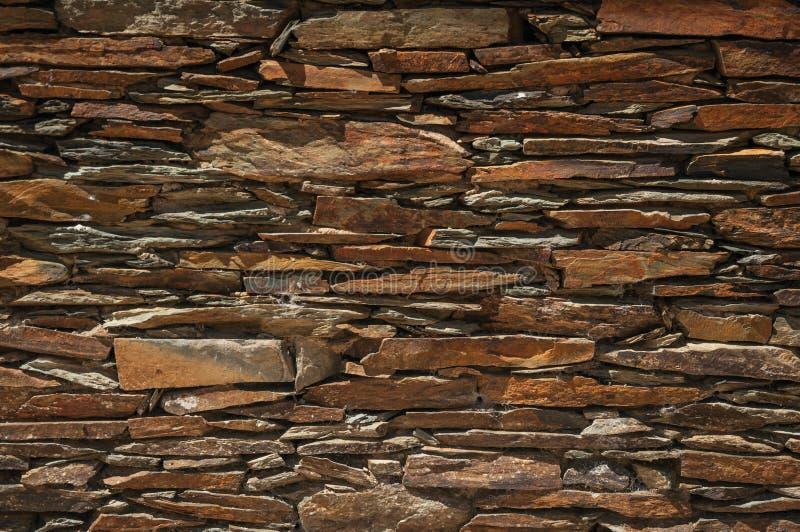 Muur die van leisteen wordt gemaakt die een gezellig ouderwets patroon maakt stock fotografie