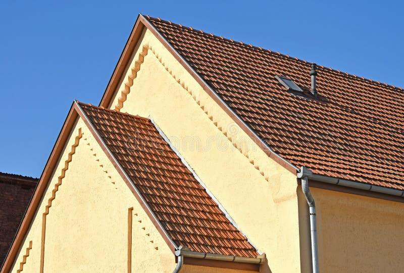 Muur en dak van een oud gebouw royalty-vrije stock foto's